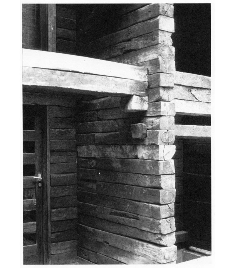 Details of jointing of projecting stack of sleepers on the entrance façade