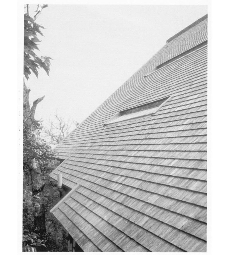 Roof covering of wooden shingles