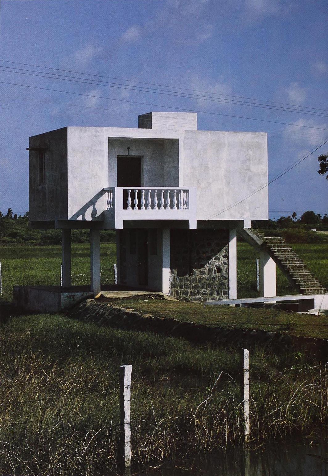 between Madras and Mahabalipuram, India, 1987. Photograph by E.Sottsass