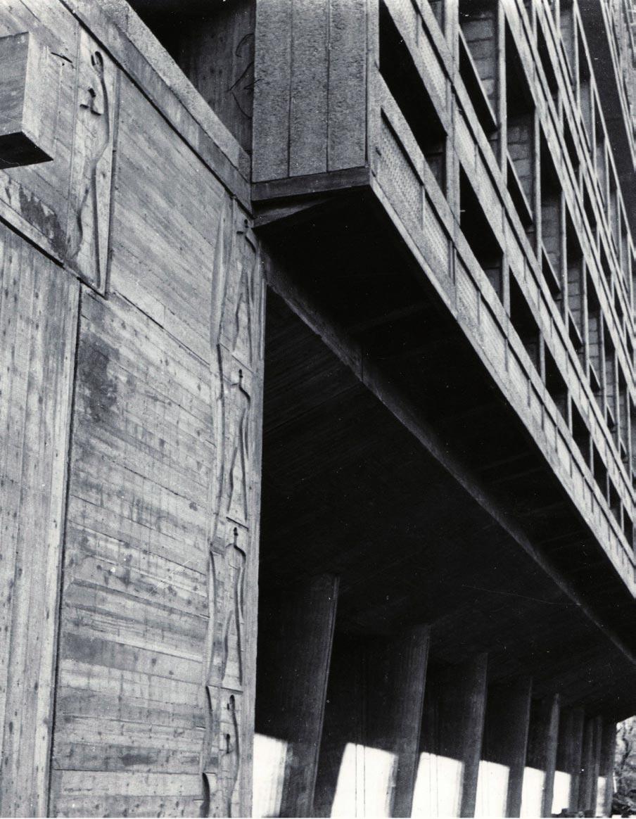 Pilotis et bas-relief du Modulor, Marseille 1949