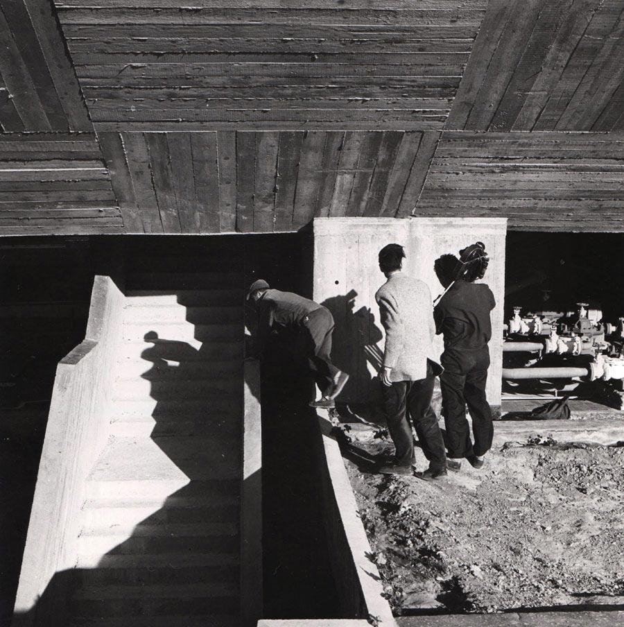 Tablier en béton, équipe de tournage avec sa caméra 35mm, Marseille, 1949