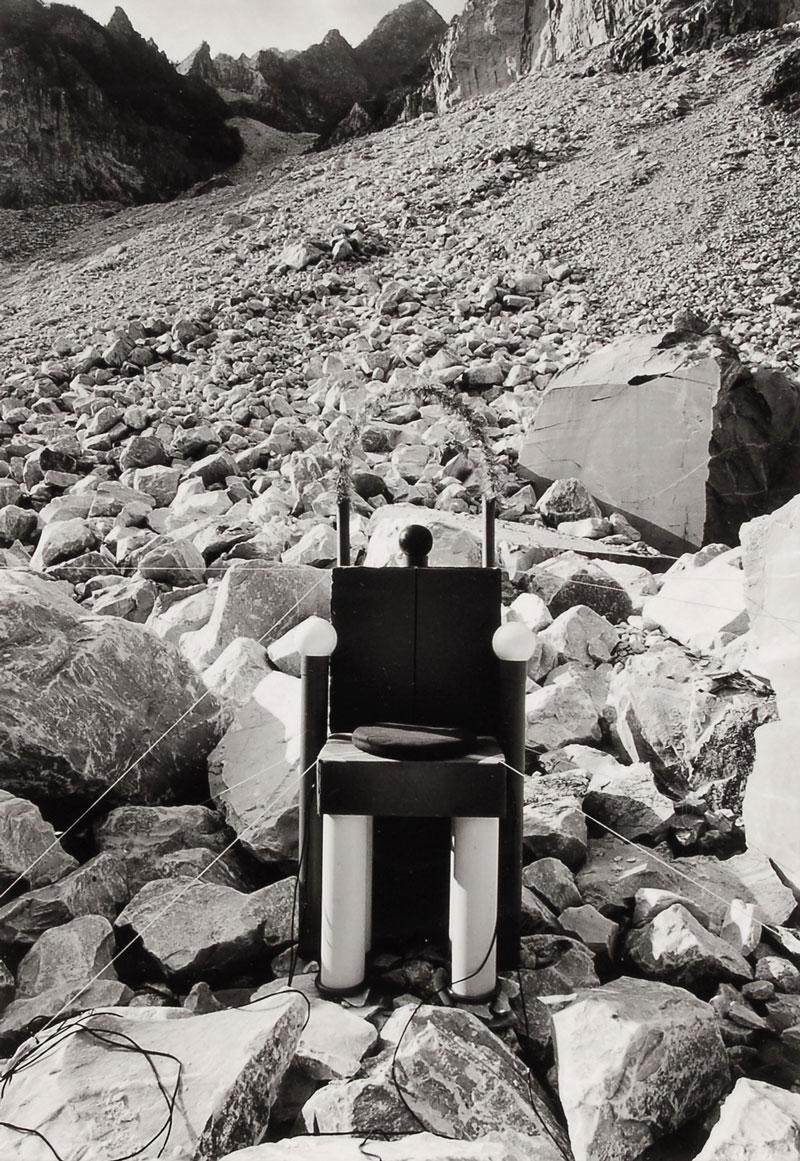 O vuoi un trono?, 1976